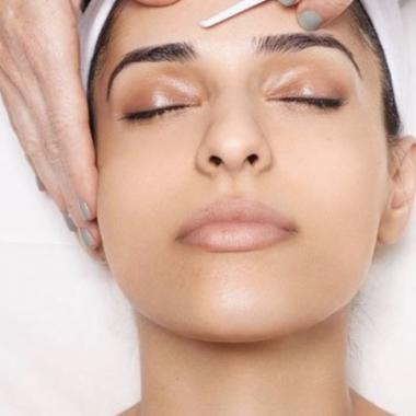 Le Dermaplaning : soin du visage tendance