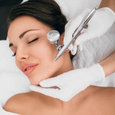 Le traitement facial à l'oxygène : le soin préféré des stars Hollywoodiennes