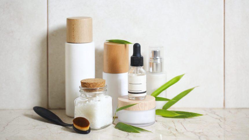 Packaging blanc et neutre, illustre les différentes formes de packaging