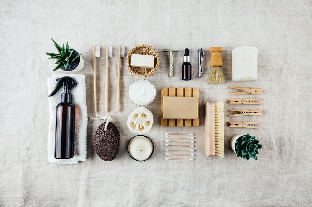 Différents produits éco responsable tel que salon solide, brosse à dent en bambou, éponge konjac