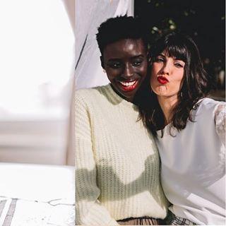 🇫🇷 Le racisme se présente sous plusieurs formes. Traitons ce fléau industrie par industrie en commençant par la nôtre : la beauté.  Vraie histoire. Quand j'ai lancé Mawena, une experte en beauté hautement qualifiée m'a dit que je ne devrais pas faire des publicités avec des femmes noires, sinon aucune femme blanche n'achètera mes produits car cela pourrait amener à penser que Mawena est fait pour les femmes noires.  Véritable sentiment. En tant que femme noire, je souffre. Je suis fatiguée. Je suis épuisée. Je suis contre toute forme d'oppression, de violence ou de discrimination. Chacun de nous a la responsabilité de dénoncer le racisme de toute nature dans tous les secteurs, en particulier ceux que nous touchons quotidiennement. Éduquons-nous des uns des autres, offrons des opportunités, améliorons la représentation et contestons les failles lorsqu'elles se présentent. Chez Mawena, nous continuerons de contribuer au changement dans notre domaine ... nous vous mettons au défi de faire de même dans vos sphères privées.   Helena Mendes  🇺🇸 Racism comes in many forms. Let's take it industry by industry starting with ours. So let's talk about it.   True story. When I started Mawena, a high qualified beauty expert told me that I should not consider advertising any black women in my visuals otherwise no white women will not buy my products because they will think Mawena is made for Black women customers.  True feeling. As a black women I am in pain. I am tired. I am drained. I stand against all kind of oppression, violence or discrimination. Each of us have a responsibility to call out racism of any kind in every industry, especially the ones we touch daily. Educate others in those spaces, provide opportunities, enhance representation and challenge lack there of. We will continue to make changes in our space...we challenge you to do the same.   Helena Mendes  #mawena #indiebrand #greenbeautyforall #gbfa