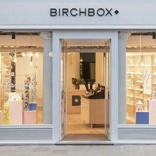 // BIRCHBOX x MAWENA // 🌸 . . 🇫🇷 Venez tester et vous laisser séduire par nos produits dans la boutique @birchboxfr 😉 . . 🇬🇧 Come test and let yourself be seduced by our products in the shop @birchboxfr 😉 . . #mawena #birchboxfr #birchbox #veganbeauty #organicskincare #greenbeauty #vegatrademark #cosmetiquenaturelle #naturalbeauty #vegancosmetics #pinkfeed #indiebrand #confidentbeauty #beautenaturelle #greenliving #ecobeauty #nontoxicbeauty #beautéengagée #ethicalbeauty #ethicallymade