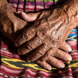 // MAWENA & CO // 🌸 . . 🇫🇷 En utilisant les produits Mawena, vous aidez à soutenir des économies locales durables en donnant à la communauté maya un moyen fiable pour améliorer ses conditions de vie. Pour chaque produit acheté, nous reversons 2 € net à la communauté. Nous achetons les matières premières à des prix plus élevés que sur le marché afin de permettre à ces femmes mayas de se nourrir et d'instruire leurs enfants. Cette économie sociale et solidaire représente le cœur de Mawena. . 👉 Vous avez envie de soutenir le projet Mawena ? Rendez-vous sur mawena.com (lien dans la bio) . . 🇬🇧 By using Mawena products, you help support sustainable local economies by giving the Mayan community a reliable means to improve their living conditions. For each product purchased, we donate € 2 net to the community. We buy raw materials at higher prices than on the market to allow these Maya women to feed themselves and their children. This social and solidarity economy is the heart of Mawena. . 👉 Do you want to support the Mawena project? Go to mawena.com (link in the bio) . . #mawena #veganbeauty #organicskincare #greenbeauty #cosmetiquenaturelle #naturalbeauty #vegancosmetics #pinkfeed #indiebrand #confidentbeauty #beautenaturelle #greenliving #ecobeauty #nontoxicbeauty #beautéengagée #ethicalbeauty #ethicallymade #maya #hands #mexico #mayanculture