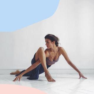  // YOGA // 😍🤸♀️🙃 . . 🇫🇷 Et si on laissait tout tomber pour aller suivre des cours de yoga dans un ashram indien ? 🙃 👉 Est-ce que cette envie vous prend parfois ? . . 🇬🇧 What if we dropped everything to go to yoga classes in an ashram in India?  👉 Do you have such needs sometimes ? . . #mawena #yoga #relaxation #wellbeing #yogagoals #yogainspirations #yogalife #healthylife #shanti #positivevibes 