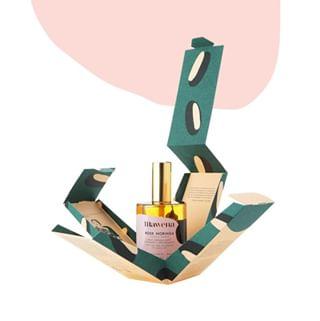 // MAWENA & CO // 🌸 . .  🇫🇷 Rose Moringa, un produit magnifique à afficher fièrement dans votre salle de bain !  Avec ces petits boutons de roses qui flottent dans notre huile démaquillante, vous pourrez vous vanter de vous démaquiller avec élégance. . 👉 On craque ou pas ?  Retrouvez tous les produits Mawena sur mawena.com (lien dans la bio) . . 🇬🇧 Rose Moringa, a beautiful product to proudly display in your bathroom ! With these little rosebuds that float in our cleansing oil, you will be able to brag that you remove your makeup with elegance. . 👉 Do you have a crush ? Find all Mawena products on mawena.com (link in bio) . . #mawena #veganbeauty #organicskincare #greenbeauty #indiebrand #confidentbeauty #beautenaturelle #beauteengagee #ethicalbeauty #ethicallymade #cosmetiquebio
