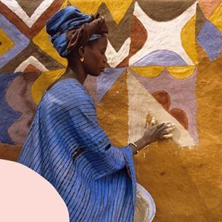 // RITUEL DE BEAUTE // 🧖♀️🌸 . 🇫🇷 En Mauritanie, les femmes utilisent un savon noir fabriqué à partir de beurre de karité, de beurre de cacao et d'écorces de feuilles de banane.  Avec ses propriétés assainissantes, il est parfait pour traiter les peaux à problèmes, pour lisser la peau et réguler le sébum. . 👉 Avez-vous déjà testé un tel savon ?  . . 🇬🇧 In Mauritania, women use black soap made from shea butter, cocoa butter and banana leaf bark. With its cleansing properties, it is perfect for treating problem skin, smoothing the skin and regulating sebum. . 👉 Have you ever tried such a soap? . . 📸 Margaret Courtney-Clarke  . . #mawena #veganbeauty #organicskincare #greenbeauty #indiebrand #confidentbeauty #beautenaturelle #beauteengagee #ethicalbeauty #ethicallymade #beautyritual 
