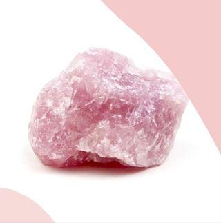 // CRYSTALS & CO // 💚💎 . . 🇫🇷 Le quartz rose, synonyme d'amour et de tendresse 💗 Parfait pour adoucir le plus dur des coeurs ! Paix et amour sur vous les beauty trotters 😘 . . 🇬🇧  Pink quartz, synonymous with love and tenderness 💗 Perfect to soften the hardest of hearts! Peace and love on you beauty trotters 😘 . . 📸 @sanctamaria.shop . . . #mawena #healingcrystals #crystal #cristaux #lithotherapie #wellness #gemstones #positivevibes 