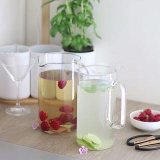 // EAT PRETTY // 😋⠀ ⠀ � 🇫🇷 L'été c'est dans moins d'un mois, mais on peut déjà profiter de la chaleur de ces beaux jours pour se rafraîchir avec des boissons qui nous amèneront énergie et motivation ! 😍⠀ .⠀ Parce que la beauté se trouve aussi dans votre assiette, Mawena a parcouru le monde pour vous présenter des recettes colorées, vegan & de saison : Eat Pretty.⠀ .⠀ A quand le prochain apéro ? 🙋♀⠀ .⠀ .⠀ .⠀ �🇬🇧 Summer is less than a month away, but we can already enjoy the warmth of those sunny days to cool off with drinks that will bring us energy and motivation! 😍⠀ . ⠀ Because beauty is also on your plate, Mawena has traveled the world to introduce you to colorful, vegan & seasonal recipes: Eat Pretty. ⠀ .⠀ When is the next get together ? 🙋♀⠀ .⠀ .⠀ .⠀ #mawena #eatprettybymawena #recette #vegan #tasty #healthyfood #instafood #travelfood #veganfoodshare #detoxwaters #boisson #drink #freshdrink